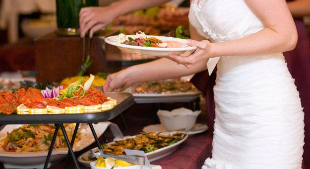 صورة اتيكيت الطعام , ما هو اتيكيت تناول الطعام
