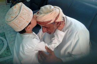 صورة صور بر الوالدين , اجمل صور بالوالدين احسانا