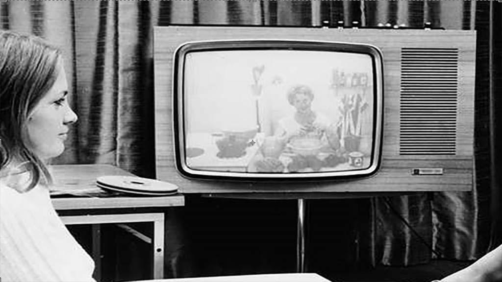 صورة من اخترع التلفاز , كيف ومتى وما اهميته؟