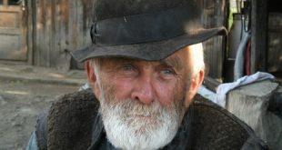 صورة رؤية رجل عجوز في المنام , رايت رجلا عجوزا ينظر الي في المنام فما تفسيره