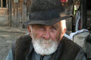 صور رؤية رجل عجوز في المنام , رايت رجلا عجوزا ينظر الي في المنام فما تفسيره